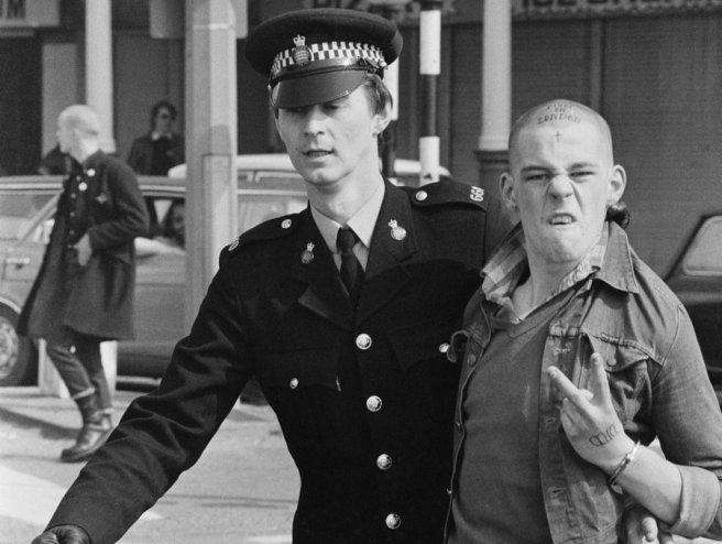 skinhead-cop-arrest